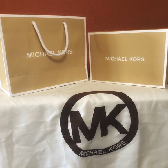 0b13343b6 Michael Kors Box Bag and Large Dust Bag. M_5b26eac5c61777ae058b69fc
